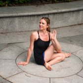 3 Detox poses de ioga para ajudar a digerir depois de uma grande festa