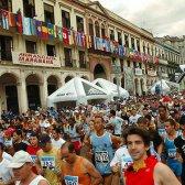 maratonistas americanos correr pelas ruas de Havana, pela primeira vez