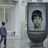 ad anti-abuso contém mensagem secreta que as crianças podem ver