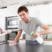 Para baixo e sujo: o trabalho doméstico pode incrementar o seu relacionamento?