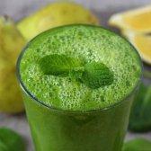 smoothie verde com pera, gengibre e espinafre