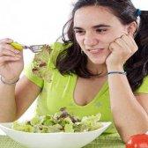 As vantagens e desvantagens de comer saladas de vegetais regularmente