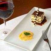 Top jantar com um vinho de sobremesa e comida