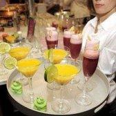 O que acontece quando um barman engravidar? Ela leva alguns seriamente deliciosos cocktails sem álcool